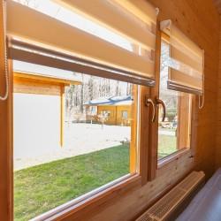 Wohnraum Fenster mit Plissees